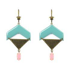 """On assemble des triangles, des chevrons. On colle des navettes strass, pour obtenir des boucles d'oreilles aux couleurs très printanières. Tout simple et très joli, ça donne envie !!! Découvrez les B.O. """"en attendant le printemps"""". #bijoux #ladroguerie"""