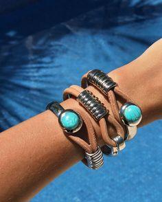 "2,347 Me gusta, 25 comentarios - T H A I S E  DE  M A R I ™ (@thaisedemari) en Instagram: ""Summer vibes 🖖🏽💦☀️ amazing bracelets by @showroom_gabrielafaraco 💎 #sun #summer #pool #bikini…"""