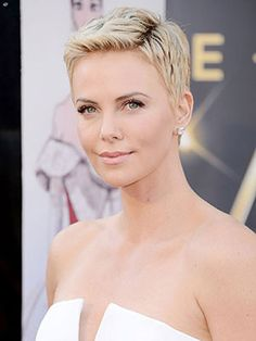 Charlize Theron's bleached-blonde buzz cut is EVERYTHING. #Oscars