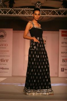 i love pockets on a woman's outfit. Anita Dongre creation.