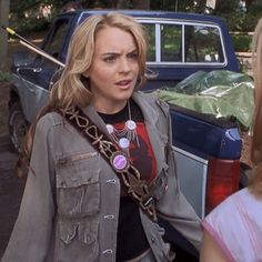 Teenage Drama, Early 2000s Fashion, Friday Outfit, Teenage Dirtbag, Queen Outfit, Lindsay Lohan, Drama Queens, Kate Winslet, Movie Costumes