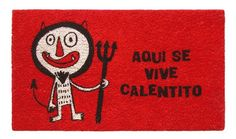 Felpudo Aquí se vive calentito. Un felpudo original y muy colorido perfecto para regalar. Con diseño de Anna Llenas, y lo tenemos en Decocuit, regalos y decoración en Burgos y también en www.decocuit.com.