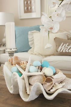 Magnificient Coastal Living Room Decor Ideas 12 Coastal style is increasingly becoming more popular than ever because of its versatility. Beach Cottage Style, Beach Cottage Decor, Coastal Style, Coastal Cottage, Beach Apartment Decor, Beach Room Decor, Ocean Home Decor, Coastal Farmhouse, Coastal Homes