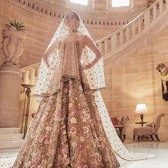 #Sabyasachi #NamasteEasy #Fiza #SS19 #SpringSummer2019 #SabyasachiJewelry #BridesOfSabyasachi #TheWorldOfSabyasachi @bridesofsabyasachi…