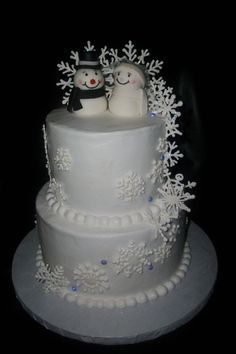 Love this snowflake wedding cake with snowman cake topper. | Once in ...