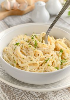 Spaghetti z sosem Alfredo Alfredo Sauce, Macaroni And Cheese, Spaghetti, Food And Drink, Dinner, Cooking, Ethnic Recipes, Instagram, Cuff Earrings