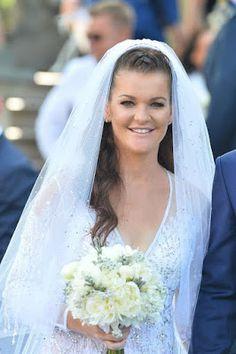 Agnieszka Radwanska's wedding photos via WTA Angels. Wedding Bells, Lace Wedding, Wedding Dresses, Billie Jean King, Tennis, Wedding Photos, Lady, Angels, Twitter