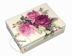MEDIDAS: P.V.P 11€ Una cajita de pequeñas dimensiones para un gran detalle...caja de madero de pino pintada en marfíl y decorada con decoupage.