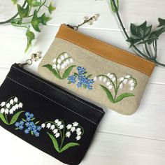 This Pin was discovered by Gog Embroidery Purse, Hand Embroidery Stitches, Silk Ribbon Embroidery, Embroidery Designs, Jute Bags, Japanese Embroidery, Quilted Bag, Cloth Bags, Purses And Bags