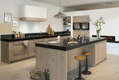Cabinet tone with black countertops My Kitchen Rules, New Kitchen, Kitchen Dining, Kitchen Decor, Modern Kitchen Cabinets, Wooden Kitchen, Kitchen Interior, Casa Loft, Home Kitchens