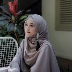 Ideas Photography Poses Women Selfie Models For 2019 Stylish Hijab, Casual Hijab Outfit, Hijab Chic, Ootd Hijab, Beautiful Muslim Women, Beautiful Hijab, Niqab Fashion, Muslim Fashion, Hijabs