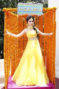 Wedding dress code ideas for main wedding functions. You can dress up yourselves according to wedding dress code. Look best on Haldi, Sangeet, and all. Wedding Pics, Wedding Bride, Wedding Blog, Wedding Reception, Reception Dresses, Wedding Outfits, Function Dresses, Desi Wedding Decor, Indian Wedding Photography Poses