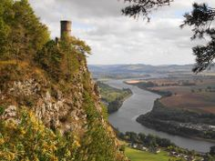 Kinnoull Tower and the river Tay below