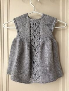 10 Besten Ravelry: Leaf Love Dress pattern by Taiga Hilliard Designs just printed the patt. Knitting For Kids, Baby Knitting Patterns, Baby Patterns, Free Knitting, Girls Knitted Dress, Knit Baby Dress, Baby Barn, Knit Cardigan Pattern, Doll Clothes