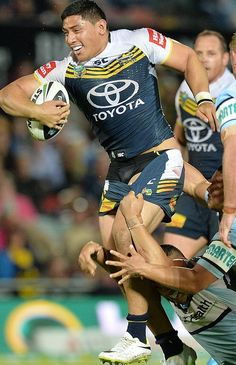 Footy Players — Jason Taumalolo of the North Queensland Cowboys Rugby League, Rugby Players, Soccer Guys, Rugby Men, Hard Men, Beefy Men, Sport Icon, Athletic Men, Sports Photos