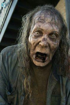 Hasil gambar untuk walking dead female zombie