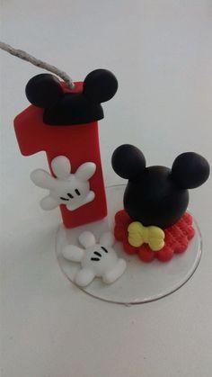 Topo de bolo do mickey com 7 cm de diametro e 7 cm de altura Number 1 Cake, Fondant Numbers, Minnie Cake, Birthday Numbers, Sugar Flowers, Party Cakes, Clay Art, Cake Toppers, Baby Shower Gifts