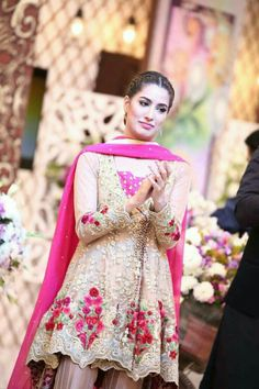 Mehwish Hayat. Pakistani Actress Stunning Dresses, Nice Dresses, Casual Dresses, Pakistani Couture, Pakistani Bridal, Eastern Dresses, Pakistani Formal Dresses, Desi Clothes, Festival Wear