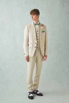 suzuki takayuki(JAPAN) × Cli'O homme(JAPAN)から、麻素材を使用したメンズタキシードが登場。正統派のスタイルとは異なり、カジュアルに着こなせる1着は、小物にグリーンの蝶タイ、チーフを合わせる事により、ナチュラル感を強調しています。通気性も優れており、また、アンティークなドレスとの相性も良いです。他の色や生地でのセミオーダーも可能となっております。B6BR1-0043200 ORDER-0108000 B5VBR65-0025600 ORDER-0064000 B4BR1-0027200 ORDER-0068000 BNGRW59-0003150 SPGR256-0000700 12PBW40-0005600 Green Fingers FORQUE ORDER-0018000