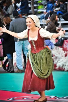 Actual Princess Laura Osnes performing in the Macy's Thanksgiving Day Parade.  Seriously why can't I be her for a day?!