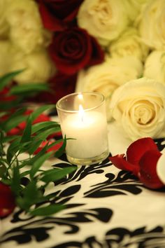 Red and white roses by candlelight are perfectly elegant for a winter fete | www.konceptevents.com