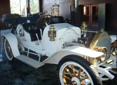 This is a 1911 marathon car in the original show room at marathon motor works nashville tennessee. Marathon Motors, The Originals Show, Motor Works, Nashville Tennessee, Car Ins, Antique Cars, Room, Vintage Cars, Bedroom