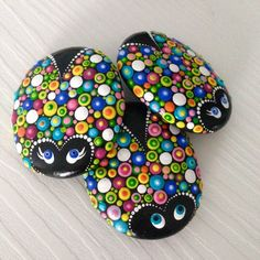 Colourful Dot Art Lucky Friends Charm Ladybug Painted Stone Fairy Garden Gift Decoration Painted rock Beachstone - Decoration Fireplace Garden art ideas Home accessories Dot Art Painting, Pebble Painting, Pebble Art, Stone Painting, Mandala Painting, Mandala Painted Rocks, Mandala Rocks, Hand Painted Rocks, Painted Pebbles