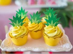 ideas cupcakes decoration birthday parties for 2019 Hawaiian Birthday, Flamingo Birthday, Flamingo Party, Flamingo Cupcakes, Luau Party, Party Snacks, Appetizers For Party, Fruit Party, Diy Party