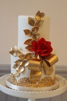 Gold & red cake
