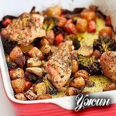 Запеченная курица с овощами Ингредиенты: Курица (бедрышки и ножки) — 1 кг, Смесь овощей (морковь, сельдерей,…