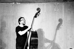 "23 Marzo 2017 Ore 23.30 | The Tucans Pub Scintille di Jazz | Dopo Festival ROBERTO FRASSINI MONETA QUARTET ""About Silence"", Gabriele Mitelli (tromba), Francesco Ganassin (clarinetto), Roberto Frassini Moneta (contrabbasso), Nelide Bandello (batteria) #bergamojazz #2017 http://www.teatrodonizetti.it/DoniEditorial/newsCategoryViewProcess.jsp?editorialID=5305"