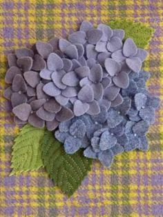site with lots of wool applique patterns Hydrangeas with nice leaves. Wool Applique Patterns, Felt Patterns, Felt Applique, Felt Flowers Patterns, Pretty Patterns, Fabric Flowers, Paper Flowers, Diy Flowers, Felt Crafts