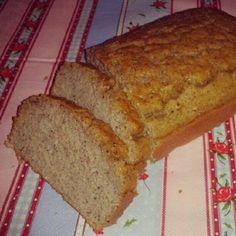 Oie!   Quinta-feira fiquei com vontade de pão com manteiga.. aí pensei em fazer um pão meio bolo salgado, com a farinha de coco! Eu fiz, e ...