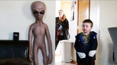 Alien Scare Prank On My Grandson! Scaring People, Evil Twin, Prank Videos, Will Turner, Funny Pranks, Halloween Face Makeup, Memes, Room, Baby