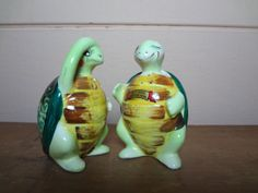 SALE 40 OFF Vintage ceramic turtle salt and pepper by HoneyBGifts, $3.60