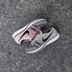 Nike Flyknit Racer Beige / Rose Credit : Sneakersnstuff