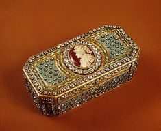 Snuff box with a portrait of Count Alexei Orlov. Gold, silver, enamel, diamonds, embossing, engraving, painting. Johann Gottlieb. Russia. St. Petersburg. 1778