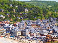 #Etretat #France #maison #house #ville #city #forest #forêt #green #vert #voyage #travel #vacation