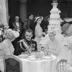 Prince Rainer III & Grace Kelly's wedding, 1956. American actress Grace Kelly became the Princess of Monaco when she wed Prince Rainer at his palace. Check out the cake!!