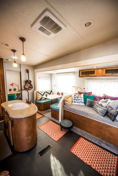 62 Best Small RV Living Guide to Travel Trailers https://www.vanchitecture.com/2017/12/17/62-best-small-rv-living-guide-travel-trailers/