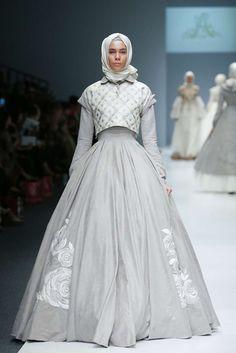 Muslim Women Fashion, Arab Fashion, Islamic Fashion, Kpop Fashion Outfits, Fashion Dresses, Moslem Fashion, Hijab Fashion Inspiration, Prom Dresses Long With Sleeves, Trendy Dresses