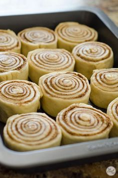 Homemade Cinnamon Rolls Recipe Live Craft Eat is part of Cinnamon rolls homemade - Whether for a lazy Saturday morning during Summer or as a warm treat during a cold winter this recipe for homemade cinnamon rolls will be one everyone likes Quick Cinnamon Rolls, Overnight Cinnamon Rolls, Cinnamon Rolls Puff Pastry, Cinnamon Roll Dough, Rolls Recipe, Cookies Et Biscuits, Lazy Saturday, Saturday Morning, Dessert Recipes