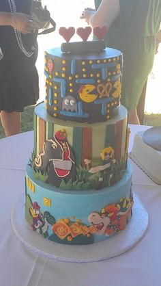 Video game wedding cake, I want this for mine and bens :p