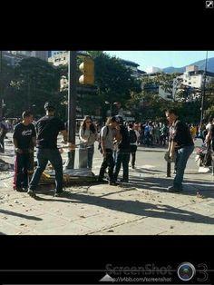 Aqui los pacificos asesinos colocando guayas de puas para provocar muertos!! CARCEL para ellos!!!!