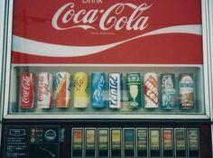 Vending Machines In Japan, Japanese Illustration, Japanese Culture, Japanese Food, Glass Animals, Machine Design, Retro Aesthetic, Okinawa, Coca Cola