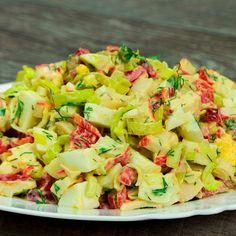 """Salată delicioasă """"Pe gustul tuturor"""" – laudele nu vor întârzia să apară! - savuros.info Pasta Salad, Potato Salad, Food And Drink, Potatoes, Krabi, Cooking, Ethnic Recipes, Key Lime Pound Cake, Sage Kitchen"""