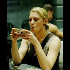After watching the last episode of Flash I have to say she's still awesome. #kateesackhoff