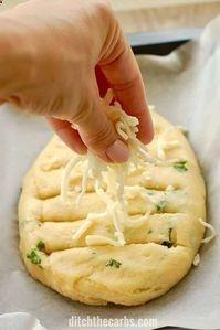 The BEST recipe for cheesy keto garlic bread - using mozzarella dough. #lowcarb #keto #glutenfree #LCHF #sugarfree #healthyrecipe