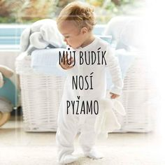 Můj budík nosí pyžamo Good Jokes, Motto, Picture Quotes, Funny Texts, The Funny, Quotations, Lol, In This Moment, Lettering