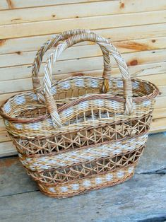 Фотография Willow Weaving, Basket Weaving, Diy Craft Projects, Diy And Crafts, Pine Needle Crafts, Paper Shaper, Newspaper Basket, Art N Craft, Storage Baskets